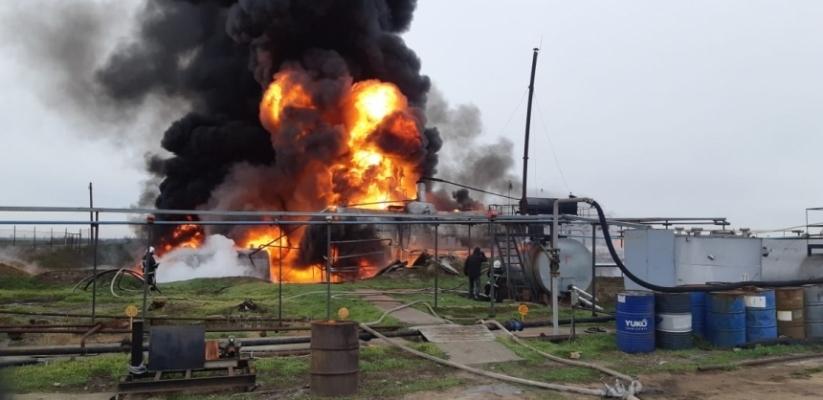 Масштабный пожар на нефтебазе по Николаевом Фото № 0