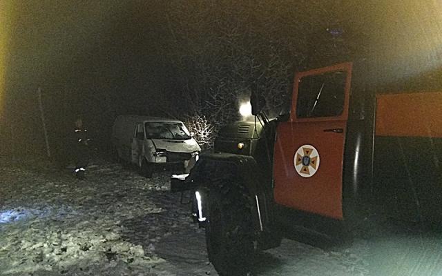 В Николаевской области автомобиль с двумя детьми в салоне вылетел в кювет (фото)